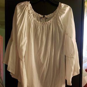 🎃🎃🎃White off-shoulder peasant blouse